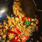 """""""Khao Phat khimao kai sap(Drunken Fried Rice with Chicken)""""。調理してるだけでむせる辛さ!!?超激辛タイ風炒飯!!"""