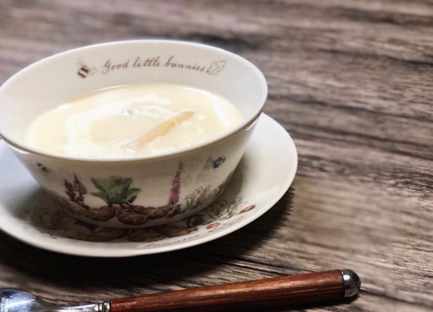 """【本格ドイツ料理】春の訪れを祝う。""""ホワイトアスパラガスのクリームスープ(Spargelsuppe)""""。。"""