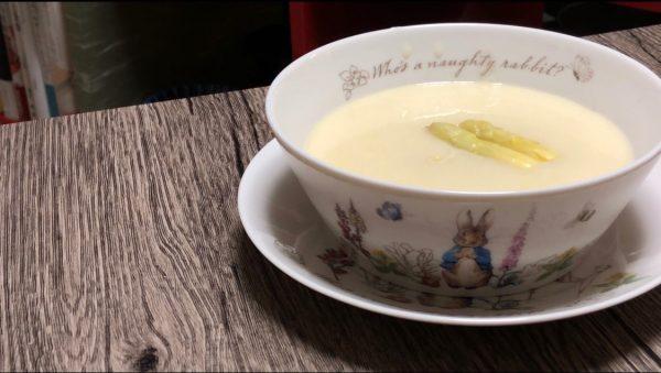 """【本格ドイツ料理】春の訪れを祝う。""""ホワイトアスパラガスのクリームスープ(Spargelsuppe)"""""""