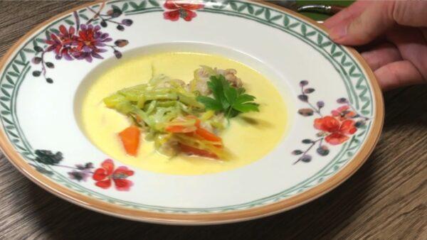 【ベルギー郷土料理】Warterzooï:ワーテルゾーイの本格レシピ[ベルギー風チキンのクリーム煮込み]