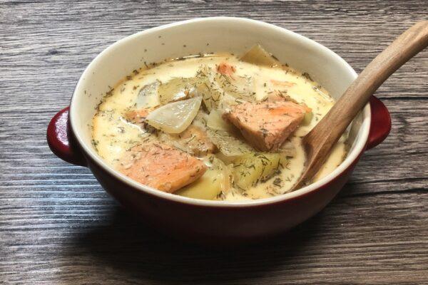 """【本格フィンランド料理】ディルの香るクリームベースのおふくろの味。フィンランドのサーモンスープ""""ロヒケイット(Lohikeitto)""""!!"""